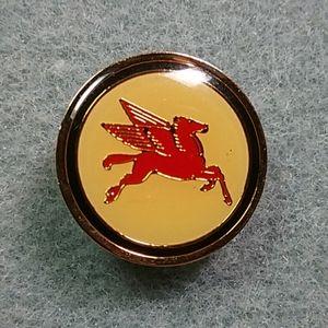 VINTAGE *RARE* Exxon Mobil Pegasus Pin